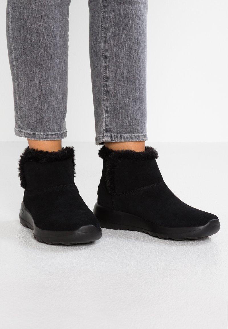 Skechers - ON THE GO JOY - Kotníková obuv - black