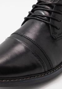Skechers - BREGMAN - Šněrovací boty - black - 5
