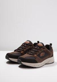Skechers - OAK CANYON - Sneaker low - chocolate/black - 2