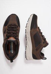 Skechers - OAK CANYON - Sneaker low - chocolate/black - 1