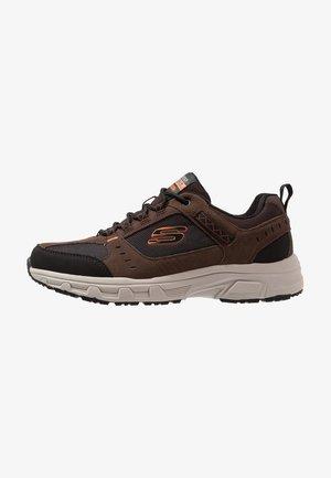 OAK CANYON - Sneaker low - chocolate/black