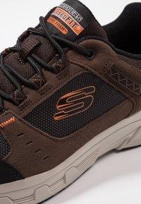 Skechers - OAK CANYON - Sneaker low - chocolate/black - 5