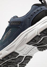 Skechers - OAK CANYON - Sneaker low - navy/black - 5