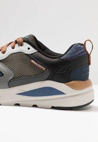 Skechers - VERRADO RELAXED FIT - Sneaker low - gray/olive - 5