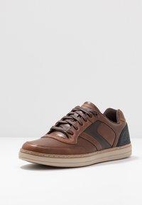 Skechers - HESTON - Sneaker low - dark brown - 2
