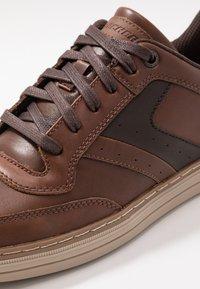 Skechers - HESTON - Sneaker low - dark brown - 5