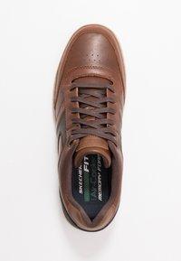 Skechers - HESTON - Sneaker low - dark brown - 1
