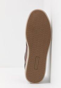 Skechers - HESTON - Sneaker low - dark brown - 4