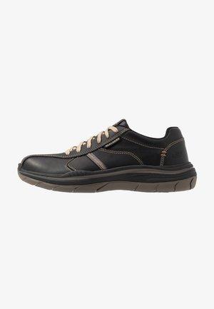 EXPECTED - Sneaker low - black/tan