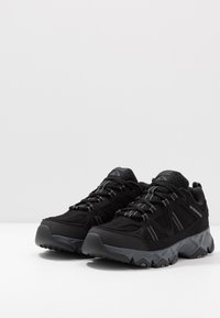 Skechers - CROSSBAR - Sneaker low - black/charcoal - 2