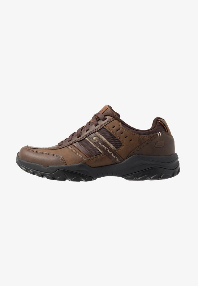 HENRICK - Zapatillas - dark brown