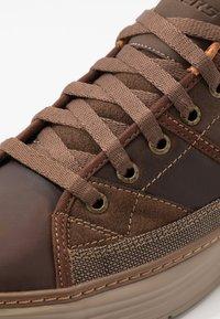 Skechers - MORENO - Sneaker low - dark brown - 5
