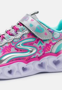 Skechers - HEART LIGHTS - Tenisky - silver/multicolor - 5