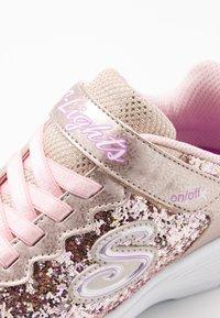 Skechers - GLIMMER KICKS - Sneakers - gold rock glitter/light pink - 5