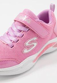 Skechers - POWER PETALS - Matalavartiset tennarit - pink/multicolor - 5