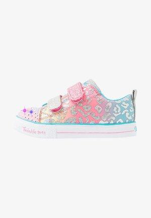 SHUFFLE LITE - Matalavartiset tennarit - pink/multicolor/silver