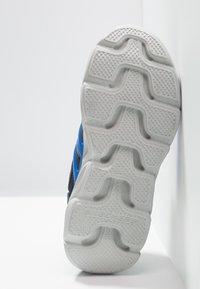 Skechers - HYPNO-FLASH 3.0 - Tenisky - navy/red - 4