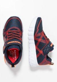 Skechers - FLEX-GLOW - Sneaker low - navy/red - 1