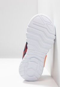 Skechers - FLEX-GLOW - Sneaker low - navy/red - 4