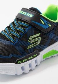 Skechers - FLEX-GLOW - Tenisky - black/blue/lime - 5