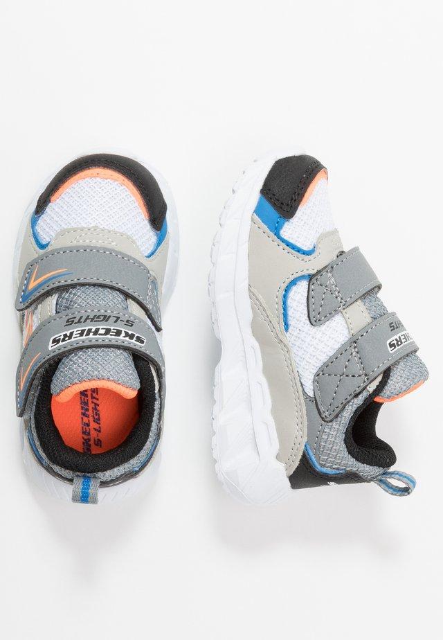 MAGNA-LIGHTS - Zapatillas - gray/black/white/orange