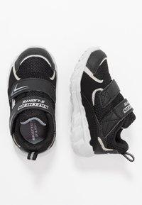 Skechers - MAGNA-LIGHTS - Baskets basses - black/silver - 1