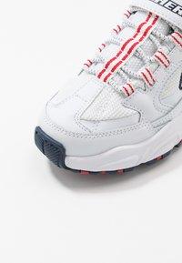 Skechers - STAMINA - Tenisky - white/navy/red - 5