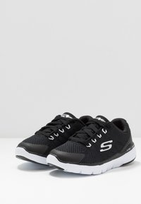 Skechers - FLEX ADVANTAGE 3.0 - Tenisky - black/white - 3