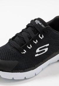 Skechers - FLEX ADVANTAGE 3.0 - Tenisky - black/white - 2