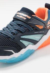 Skechers - RAPID FLASH 2.0 - Tenisky - navy/orange/blue - 5