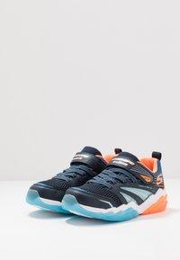 Skechers - RAPID FLASH 2.0 - Tenisky - navy/orange/blue - 2