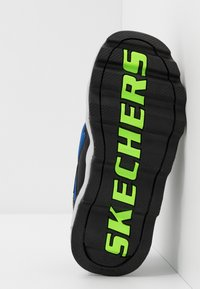 Skechers - TURBOWAVE - Baskets basses - black/blue/lime - 4