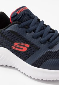 Skechers - BOUNDER - Tenisky - navy/black/red - 2