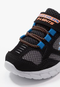 Skechers - MAGNA LIGHTS - Tenisky - black/gray/orange/blue - 2