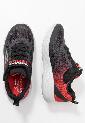 GO RUN 600 - Tenisky - black/red/charcoal