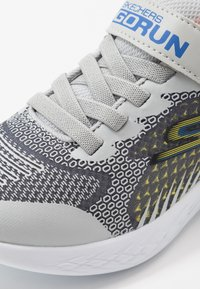 Skechers - GO RUN  - Tenisky - black/charcoal/light gray - 2