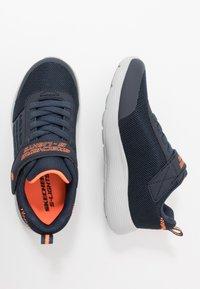 Skechers - DYNA-LIGHTS - Tenisky - navy/orange - 1