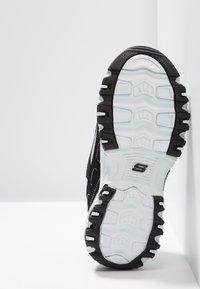 Skechers - D'LITES - Tenisky - black/white - 4