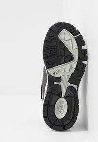 Skechers - STAMINA - Tenisky - charcoal/black - 5