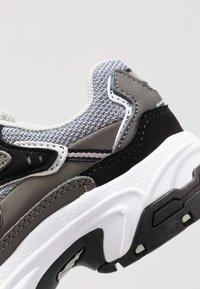 Skechers - STAMINA - Tenisky - charcoal/black - 2