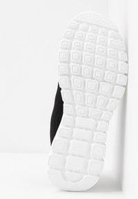 Skechers Sport - GRACEFUL - Sneakers laag - black/white - 6