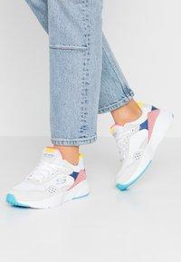 Skechers Sport - MERIDIAN - Trainers - white/offwhite/multicolor - 0