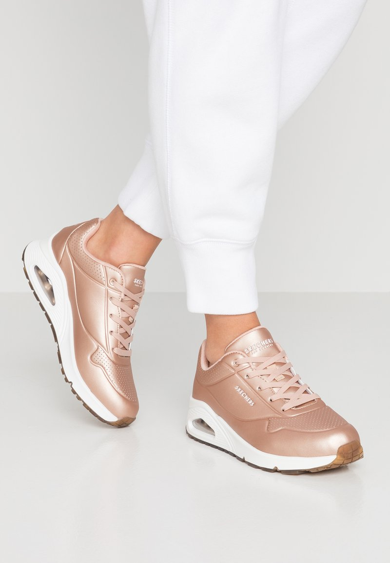 Skechers Sport - UNO - Zapatillas - rose gold