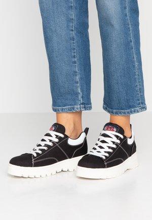 CLEATS - Sneakersy niskie - black
