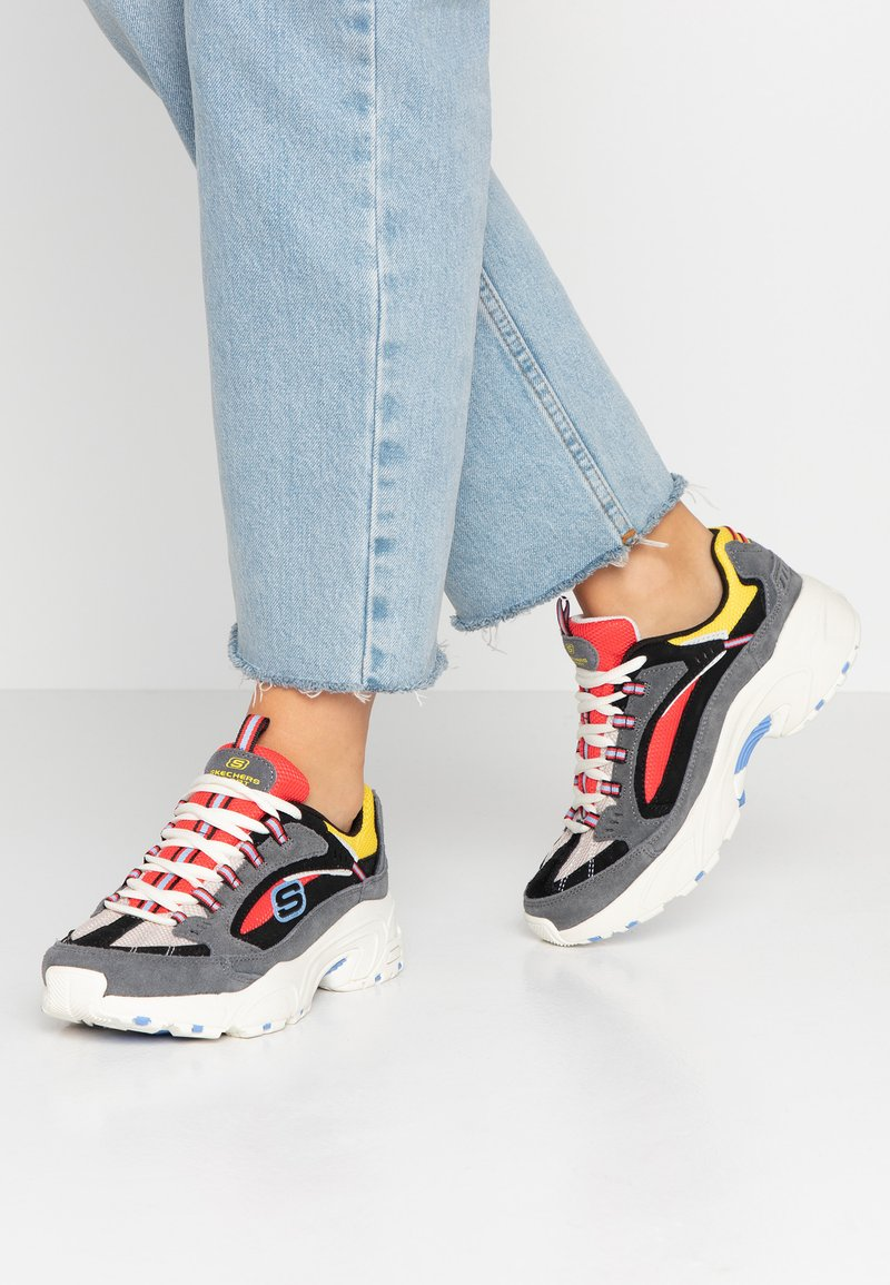 Skechers Sport - STAMINA - Sneaker low - charcoal/ red/yellow/ blue