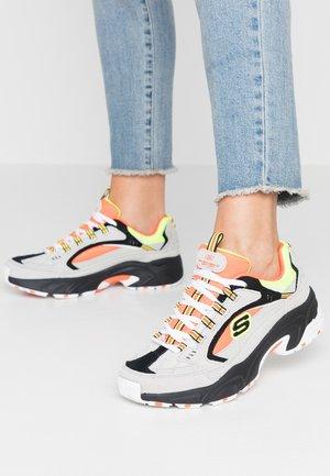 STAMINA - Sneakersy niskie - gray/orange/yellow/black
