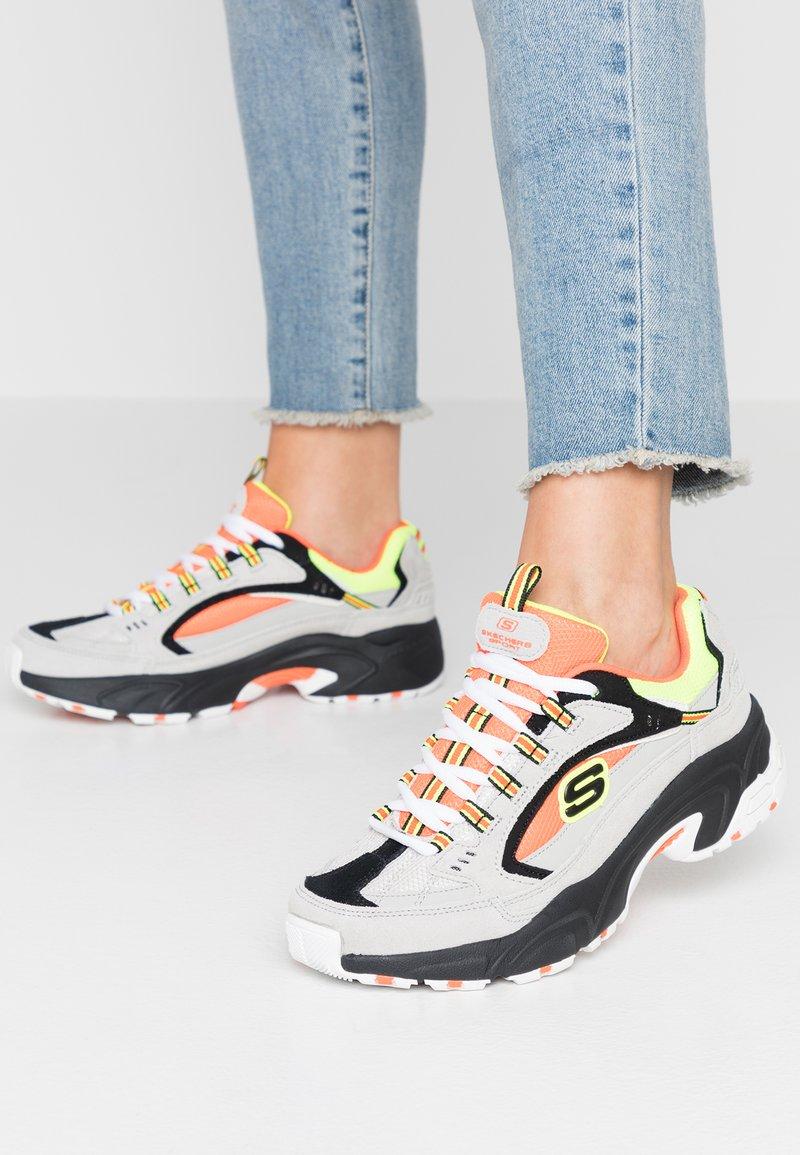 Skechers Sport - STAMINA - Sneakers laag - gray/orange/yellow/black