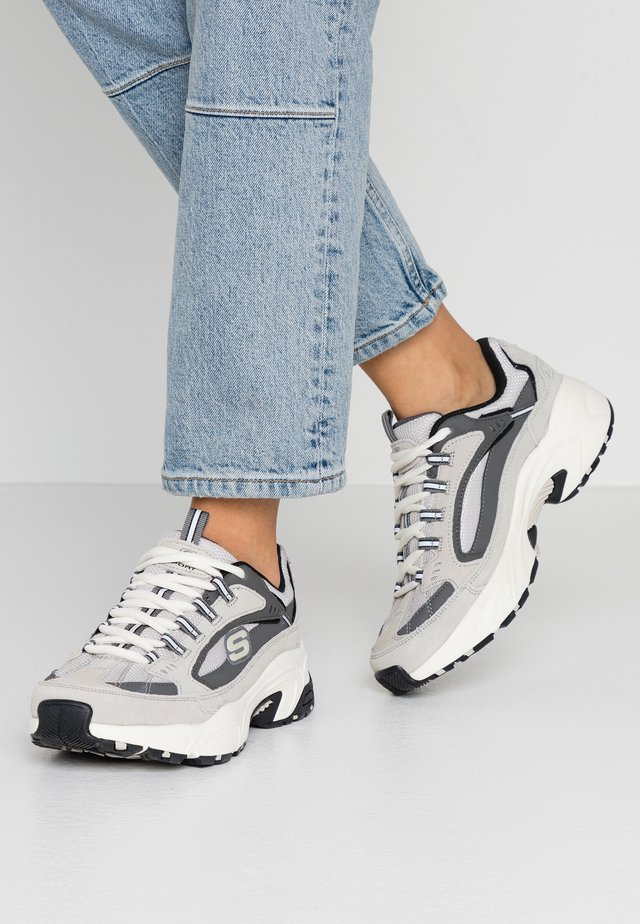 STAMINA - Sneakers - gray charcoal/white
