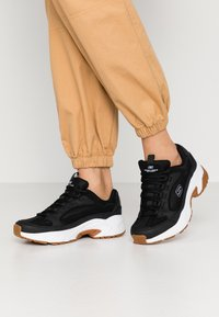Skechers Sport - STAMINA - Sneakers laag - black/white - 0