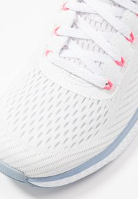 Skechers Sport - SOLAR FUSE - Trainers - white/blue/pink - 2